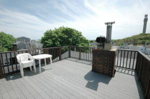 Center Street top floor 1Br with Harbor view